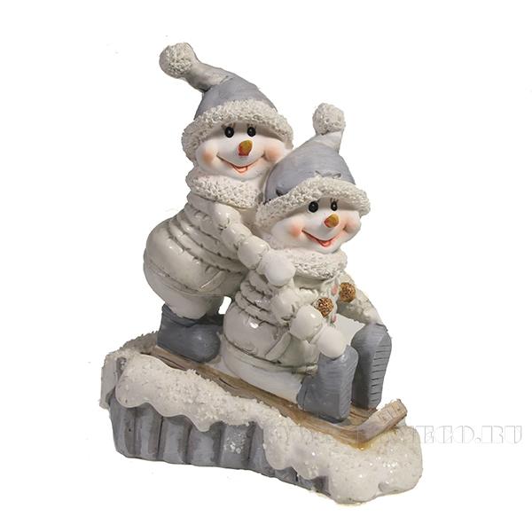 Фигура декоративная Снеговики на лыжаж L11W5H13.5 оптом