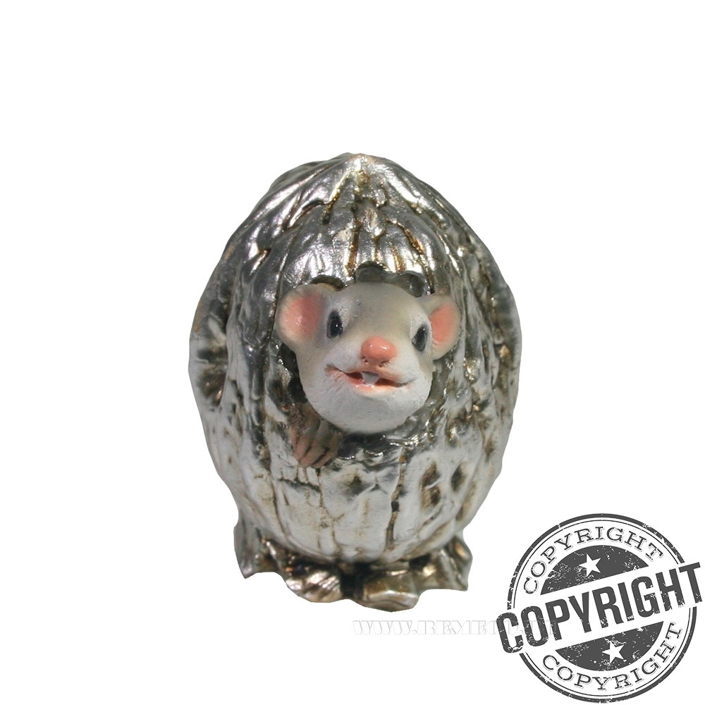Фигурка декоративная Серый Джим в орешке (серебро) L5 W4 H4 см оптом