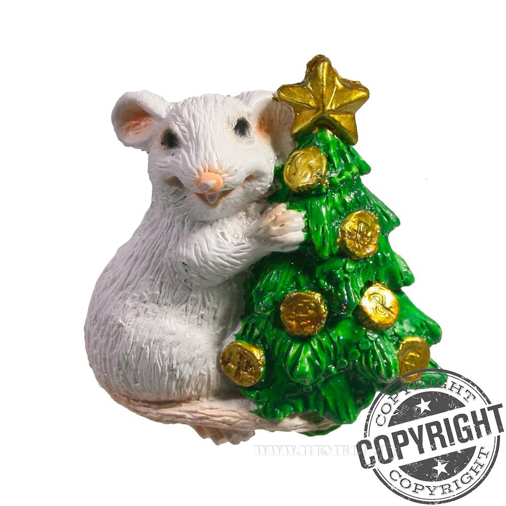 Магнит Крыса у елки (белый) L5 W1,5 H5 см оптом