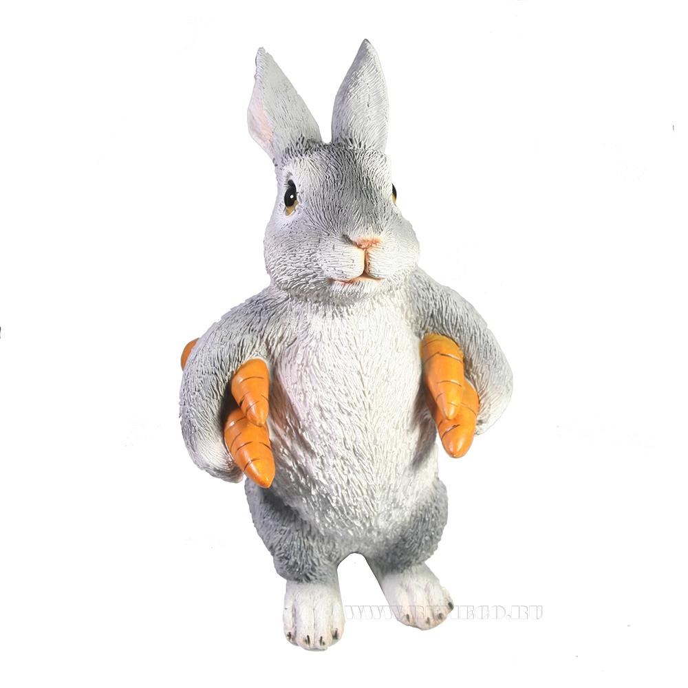 Фигура декоративная Зайка несет морковь L9W13H22 оптом