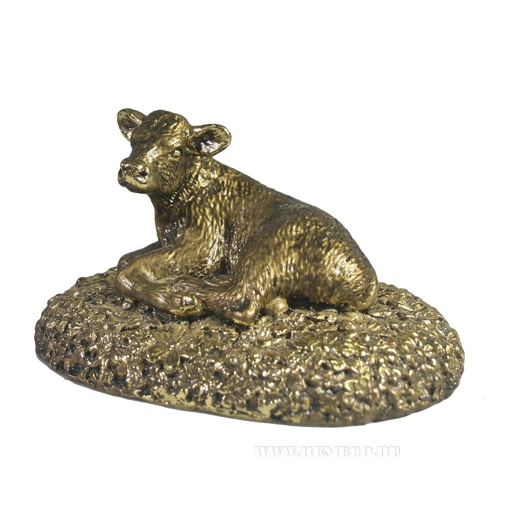 Фигура декоративная Теленок на лужайке (золото) L9W6,5H5 оптом