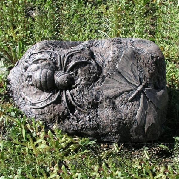 Камень малый с пауком и бабочкой, D 36см, H 15см оптом