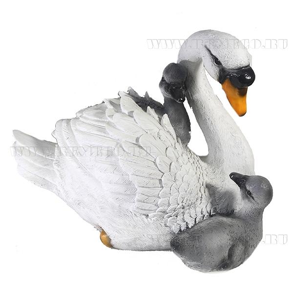 Фигура декоративная Лебедь с птенцами оптом