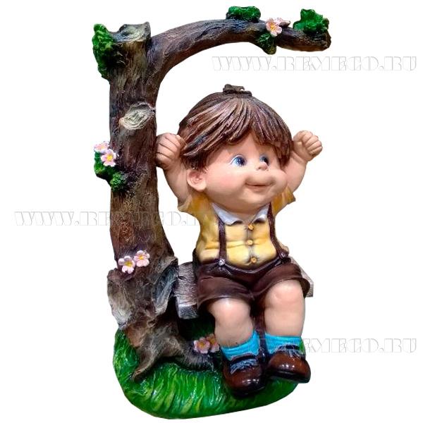 Фигура садовая декоративная Мальчик на качелях L28W24H45 см оптом