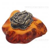 Сувениры из латуни на янтаре